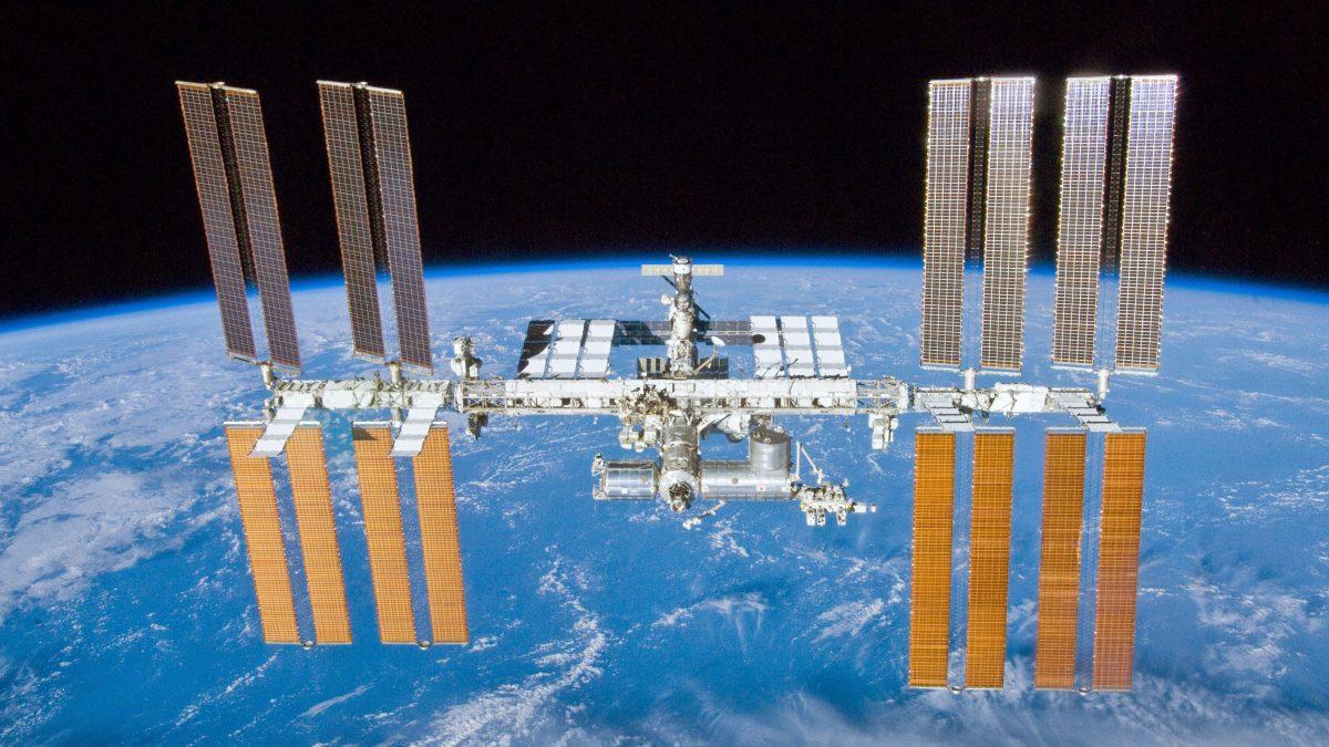 Auf dem Foto ist die Internationale Raumstation zu sehen.