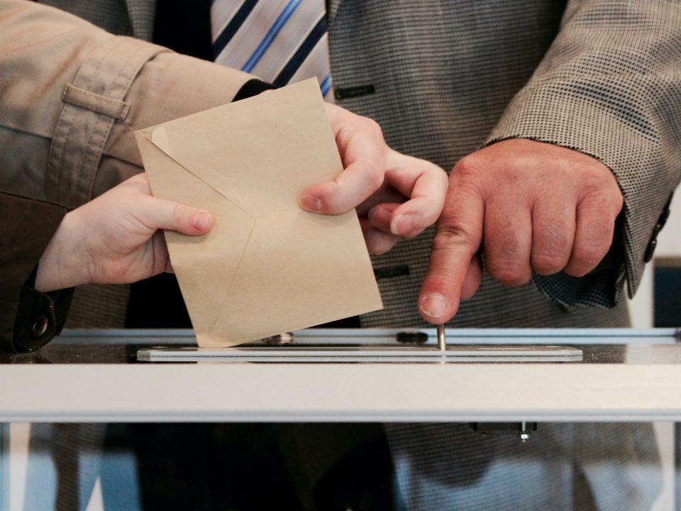 Die Mathematik von Wahlen oder warum es gar nicht so einfach ist den Wählerwillen zu berechnen