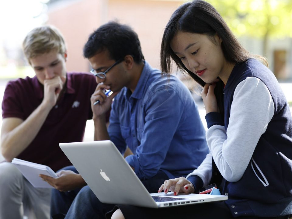Digital and International University Application (Block 1 / 8:30 Uhr - 10:00 Uhr)